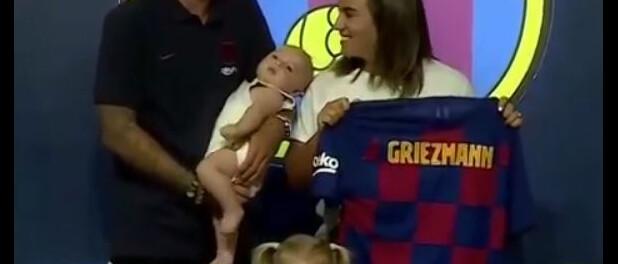 Antoine Griezmann au FC Barcelone : avec Mia et Amaro pour les présentations