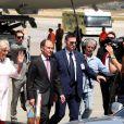 Le prince Charles, prince de Galles et Camilla Parker Bowles, duchesse de Cornouailles arrivent à Athènes à l'occasion de leur visite officielle en Grèce le 9 mai 2018.