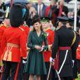 Kate Middleton en manteau vert pour la Saint-Patrick à Aldershot en 2012.