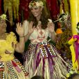 Kate Middleton en tenue traditionnelle à  Tuvalu, dans le Pacifique, en 2012.
