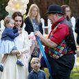 Kate Middleton, en robe See by Chloé, accompagnée de ses enfants, Georges et Charlotte, à une fête organisée pour les enfants dans les jardins de la Maison du Gouvernement à Victoria. Canada, le 29 septembre 2016.