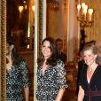 """Kate Middleton, enceinte en robe Erdem, à la réception organisée pour célébrer le """"Commonwealth Fashion Exchange"""" au Palais de Buckingham à Londres, le 19 février 2018."""