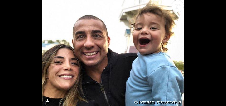 David Trezeguet avec  Belen Cosimo et leur fils à Disneyland Paris le 20 juin 2019.