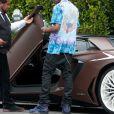 """Exclusif - Travis Scott remonte dans sa Lamborghini Aventador, en sortant des bureaux de """"Live Nation"""" à Los Angeles, le 8 juillet 2019."""