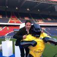 Exclusif - Richard Orlinski pose avec le Wild Kong PSG - 5ème dîner de gala de la fondation Paris Saint-Germain au parc des Princes à Paris, France, le 15 mai 2018. © Rachid Bellak/Bestimage