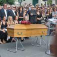 Nathalie Rykiel (fille de Sonia Rykiel) ses filles Lola, Tatiana et Salomé Burstein, son frère Jean-Philippe Rykiel (fils de Sonia Rykiel)et Simon Burstein aux obsèques de Sonia Rykiel au cimetière de Montparnasse à Paris, le 1er septembre 2016.