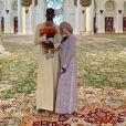 Paul Pogba et Maria Salaues avec leur fils à la mosquée Cheikh Zayed, à Dubaï. Instagram le 25 mai 2019.