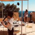 """Zahia Dehar sur le tournage du film """"Une fille facile"""". Photo publiée en juin 2019."""