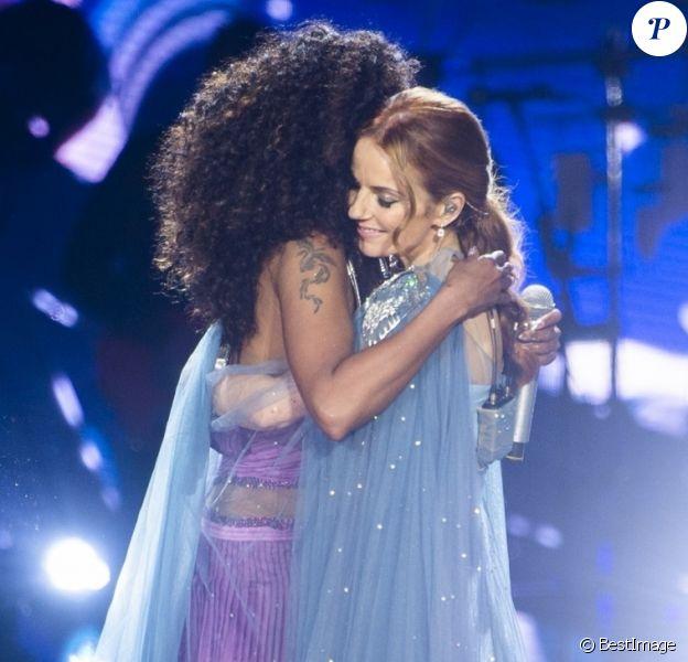 """Melanie Brown (Mel B) et Geri Halliwell - Les Spice Girls en concert au Stade de Wembley dans le cadre de leur tournée """"Spice World UK Tour"""". Londres, le 20 juin 2019."""