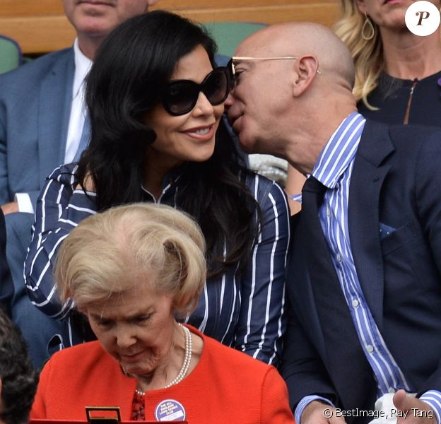 "Jeff Bezos et sa compagne Lauren Sanchez assistent à la finale homme du tournoi de Wimbledon ""Novak Djokovic - Roger Federer (7/6 - 1/6 - 7/6 - 4/6 - 13/12)"" à Londres. Catherine (Kate) Middleton, duchesse de Cambridge, est venue remettre les trophées aux joueurs. Londres, le 14 juillet 2019. © Ray Tang/London News Pictures via Zuma Press/Bestimage"
