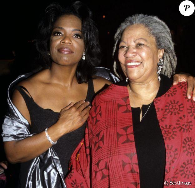 Oprah Winfrey et Toni Morrison lors de la première du film Beloved à New York le 8 octobre 1998.