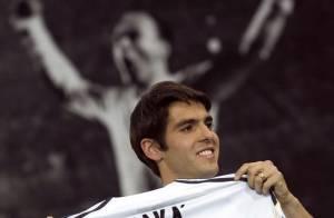 Kaka l'international brésilien arrive à Madrid : c'est de la folie... et sa jolie femme est aux anges !