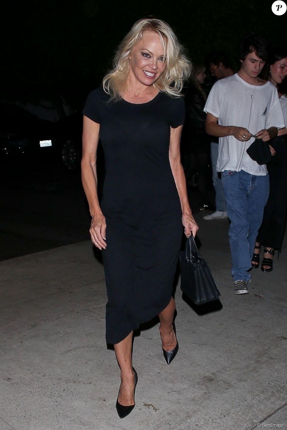 Pamela Anderson est allée dîner avec ses fils Brandon et Dylan au restaurant Giorgio Baldi à Santa Monica, le 14 août 2019.