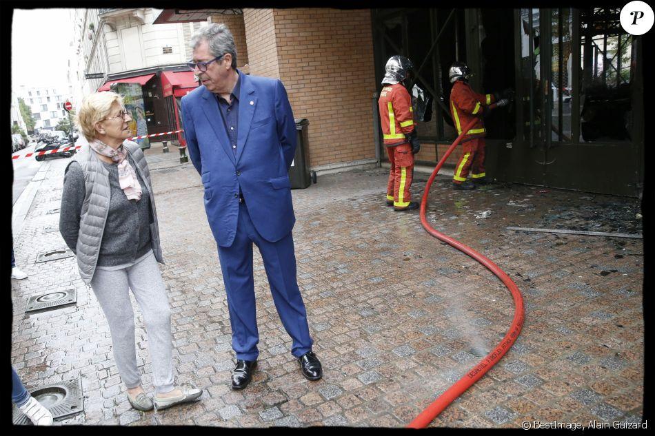 Exclusif - Patrick Balkany (maire de Levallois-Perret) avec sa femme et adjointe Isabelle Balkany sur les lieux de l'incendie qui s'est déclaré dans la nuit du 17 au 18 août 2019. Levallois-Perret, le 18 août 2019.