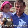 """Eric de """"L'amour est dans le pré"""" saison 11 présente sa fille Victoire lors du tournage de """"L'amour est dans le pré, que sont-ils devenus ?"""" diffusé le 19 août 2019, sur M6"""