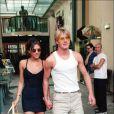 En mai 98, le couple n'a peut être pas encore tout bon côté style mais ils ont l'air au top de leur forme ! David voit définitivement la vie en rose à travers ses lunettes... jaunes !