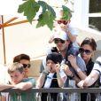 David et Victoria Beckham entourés de leurs beaux enfants