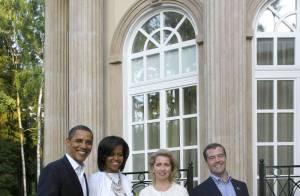 Michelle Obama : la veille de sa rencontre avec Carla, elle opte pour le noir et blanc... Simple mais classe !