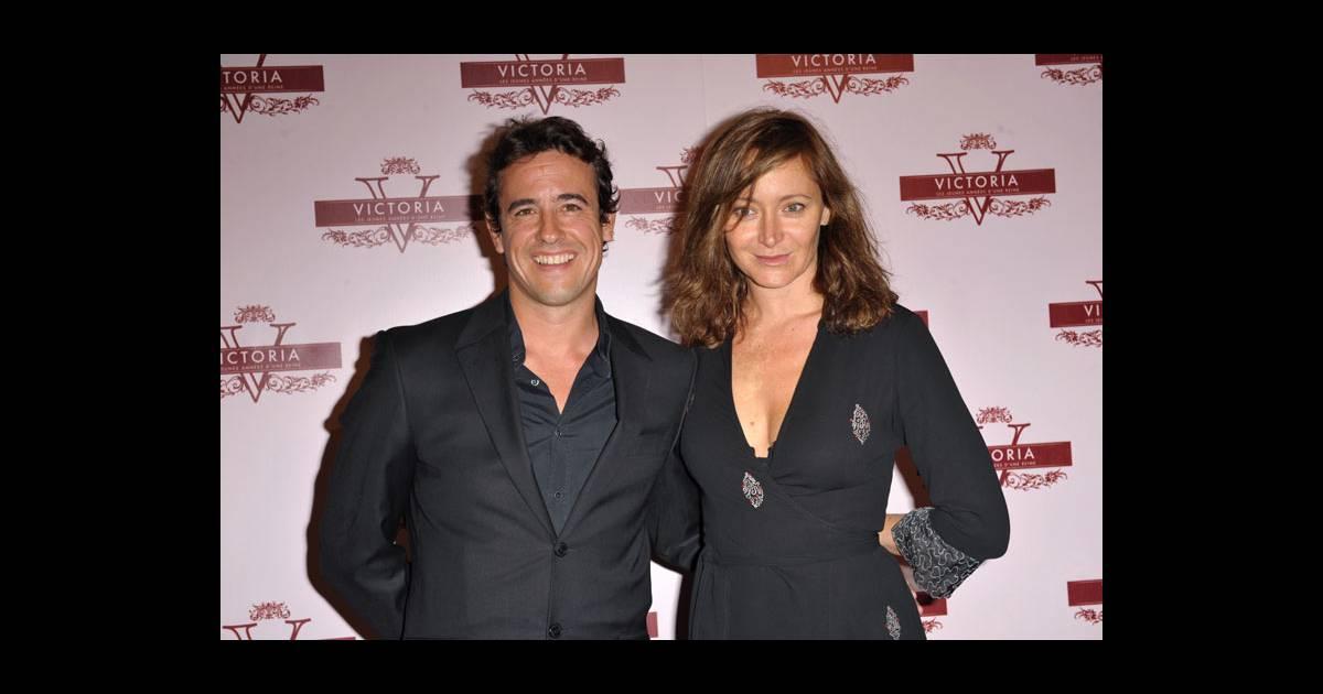 Julie ferrier et son compagnon karim adda lors de la premi re du film victoria les jeunes - Charlotte de turckheim et son mari ...
