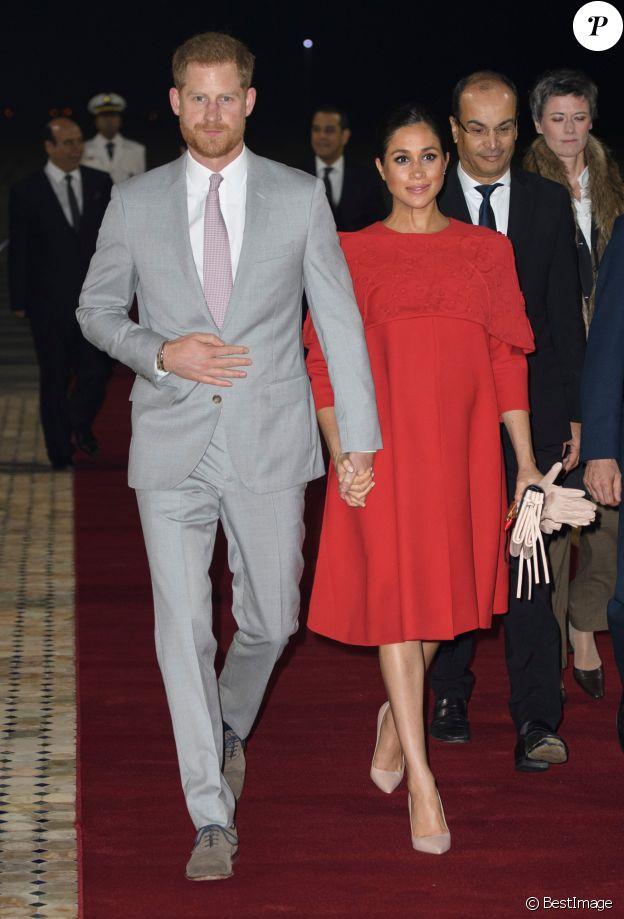 Le prince Harry, duc de Sussex, et Meghan Markle (en look Valentino), arrivent à l'aéroport de Casablanca dans le cadre de leur voyage officiel au Maroc, le 23 février 2019.