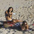Sylviane la nounou et Jade Hallyday profitent d'une belle journée ensemble sur la plage de Saline à Saint-Barthélemy, Antilles française, France, le 28 février 2019.