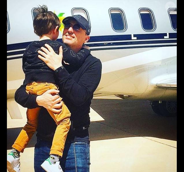 Gad Elmaleh retrouve son fils Raphaël. Instagram, le 18 avril 2018.