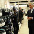 Le prince Charles et lady Camilla visitent un Marks et Spencer à Londres