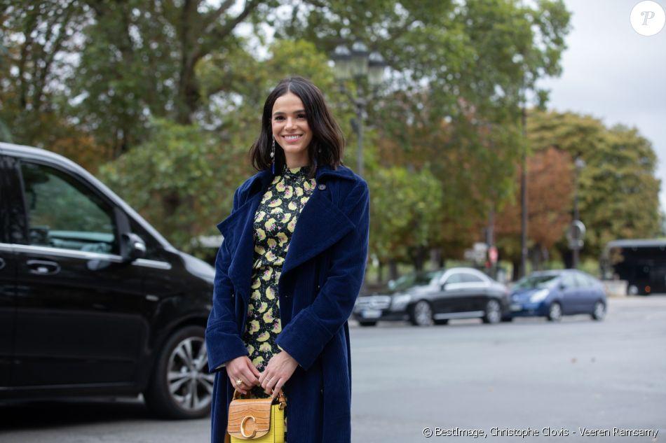 Bruna Marquezine arrive au Grand Palais pour assister au défilé Chloé, collection printemps-été 2020. Paris, le 26 septembre 2019. © Christophe Clovis - Veeren Ramsamy / Bestimage