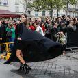 """Izabel Goulart arrive à l'Hôtel National des Invalides pour assister au défilé Valentino """"collection Prêt-à-Porter Printemps/été 2020"""" lors de la Fashion Week de Paris (PFW), le 29 septembre 2019. © Veeren Ramsamy - Christophe Clovis / Bestimage"""