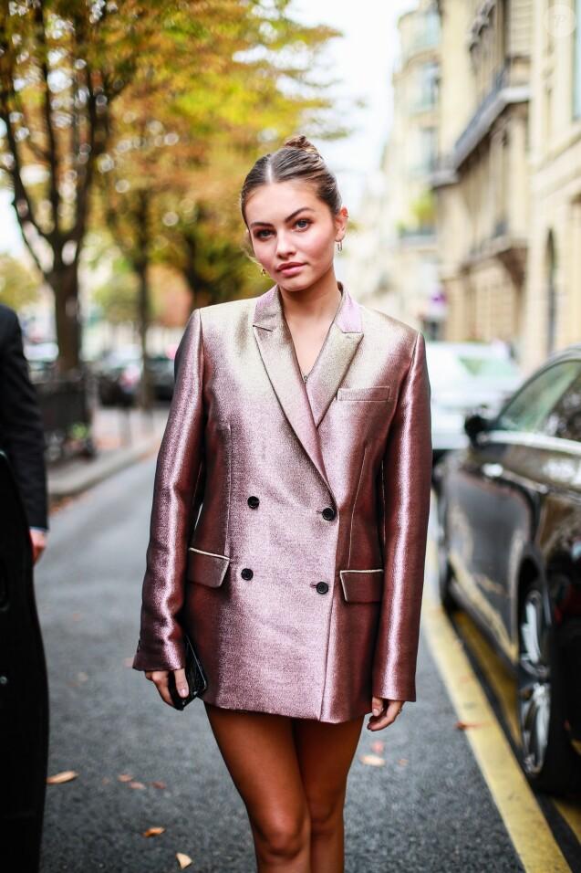Exclusif - Thylane Blondeau à la sortie du Royal Monceau à Paris, le 29 septembre 2019. Elle porte une veste de blazer rose métallisée Paul & Joe et des boots Dr. Martens. © Perusseau - Da Silva / Bestimage