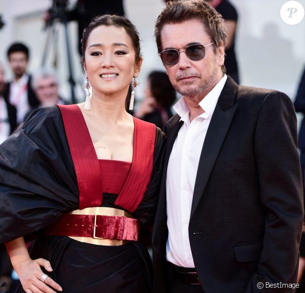 """Gong Li et son compagnon Jean-Michel Jarre - Tapis rouge du film """"Lan Xin Da Ju Yuan"""" (Saturday Fiction) lors du 76ème festival international du film de Venise, la Mostra, le 6septembre 2019."""