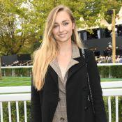 Emma Smet : Look automnal et crinière XL pour le Qatar Prix de l'Arc de Triomphe