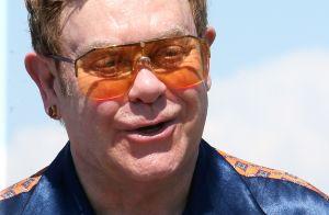 Elton John évoque sa chirurgie esthétique ratée :