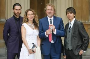 Robert Plant, star des derniers Grammys, monte en grade et fait... la fierté de ses enfants ! Regardez !