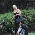 Exclusif - Brigitte Nielsen, son mari Mattia Dessi et leur fille Frida passent la journée au parc en famille accompagnés de leur petit chien à Los Angeles, le 2 octobre 2019