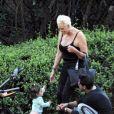Exclusif - Brigitte Nielsen, son mari Mattia Dessi et leur fille Frida Dessi passent la journée au parc en famille accompagnés de leur petit chien à Los Angeles, le 2 octobre 2019