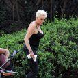 Exclusif - Brigitte Nielsen, son mari et leur fille passent la journée au parc en famille accompagnés de leur petit chien à Los Angeles, le 2 octobre 2019.