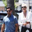 """Brigitte Nielsen et son mari M. Dessi vont déjeuner au restaurant """"Joan's"""" à Studio City, le 22 juillet 2019. Très complice, le couple a été vu marchant main dans la main dans la rue et s'embrassant tendrement alors qu'ils attendaient d'être servis au restaurant. Studio City. Le 22 juillet 2019."""