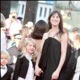 Charlotte Gainsbourg - Montée des marches de la soirée de clôture du Festival de Cannes 2010.