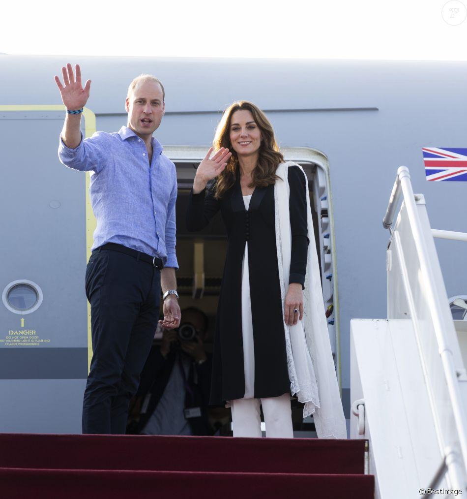 Kate Catherine Middleton, duchesse de Cambridge, et le prince William, duc de Cambridge, au départ de l'aéroport d'Islamabad, après leur voyage officiel de cinq jours au Pakistan. Le 18 octobre 2019 On October 18th 2019. The Duke and Duchess of Cambridge depart from Islamabad Airport, on the fifth and final day of the royal visit to Pakistan.18/10/2019 - Islamabad