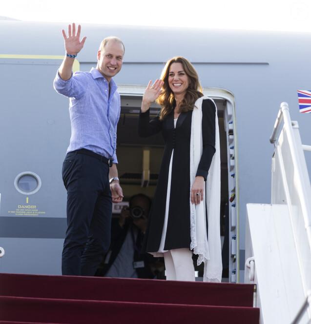 Kate Catherine Middleton, duchesse de Cambridge, et le prince William, duc de Cambridge, au départ de l'aéroport d'Islamabad, après leur voyage officiel de cinq jours au Pakistan. Le 18 octobre 2019