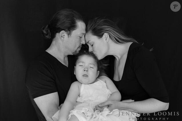 Le comédien américain Miguel Cervantes et sa femme Kelly avec leur petite fille Adelaide, décédée d'une longue maladie le 12 octobre 2019.