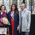Iris Mittenaere et ses parents Yves Mittenaere et Laurence Druart au Palais de l'Elysée pour rencontrer le Président de la République François Hollande et visiter l'Elysée à Paris, le 18 mars 2017.
