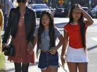 Laeticia Hallyday : Petite robe très décolletée pour du shopping avec ses filles