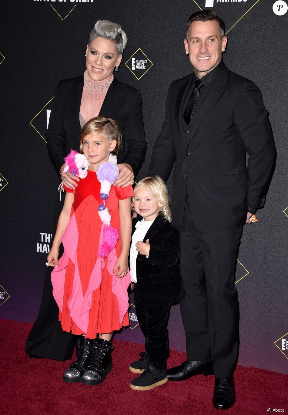 """Pink, son mari Carey Hart et leurs deux enfants Willow et Jameson, assistent à la 45ème cérémonie des """"E! People's Choice Awards"""" à Santa Monica, le 10 novembre 2019."""