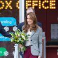 """Le prince William, duc de Cambridge, et Kate Middleton, duchesse de Cambridge, quittent l'événement organisé par l'association """"Shout"""" pour le lancement de leur nouveau système de volontariat au théâtre """"Troubadour White City"""" à Londres, le 12 novembre 2019."""