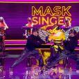 """Portrait et performance de l'Abeille, personnage de """"Mask Singer"""", sur TF1."""