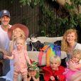 James Van Der Beek, son épouse Kimberly et leurs enfants Olivia, Annabel, Emilia et Joshua. Instagram. Le 26 août 2019.