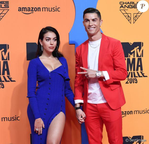 Georgina Rodriguez et son compagnon Cristiano Ronaldo assistent aux MTV European Music Awards 2019 au FIBES Conference and Exhibition Centre à Séville en Espagne, le 3 novembre 2019.