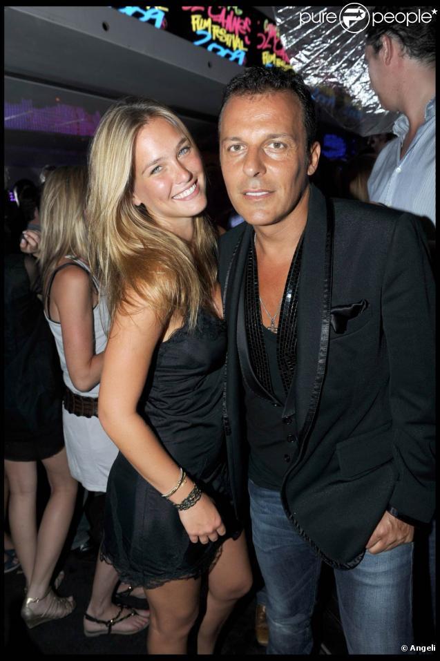 Bar Refaeli et Jean-Roch s'éclatent au VIP Room, à Saint-Tropez, le 22 juillet 2009 !